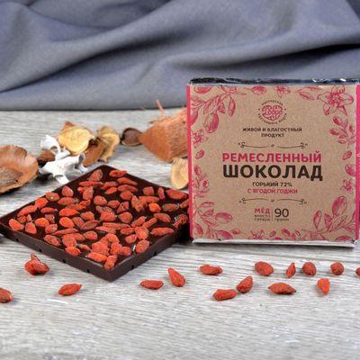 Шоколад горький, какао 72%, на Меду, с ягодой Годжи «Мастерская шоколада ДОБРО»