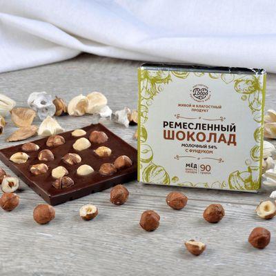Шоколад молочный, какао 54%, на Меду, с Фундуком «Мастерская шоколада ДОБРО»